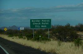 SAD pokušale da blokiraju granicu sa Meksikom, Haićane deportuju avionima