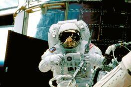 Američki astronauti ne mogu na Mesec zbog kašnjenja u razvoju svemirskih odela