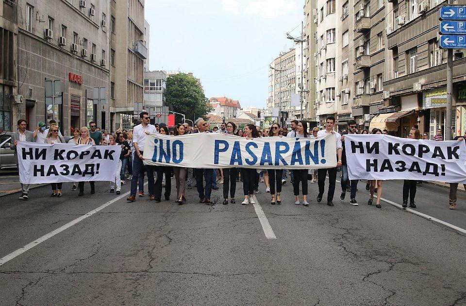 Protest advokata: Čekaju da odemo na godišnje odmore pa da zakon brzo provuku kroz parlament