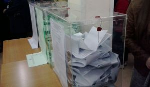 U Prištini prekinuto brojanje glasova iz Srbije, zvaničnici CIK-a u bolnici zbog koverti, Đurić o manipulacijama