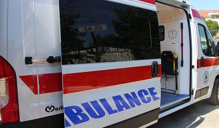 Muškarac poginuo, dečak teško povređen, u saobraćajnoj nesreći kod Vladimiraca