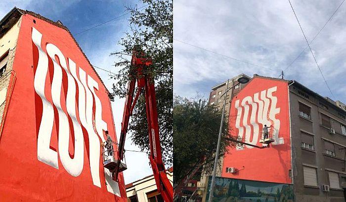 FOTO: Kanadski umetnik oslikao novi mural u Novom Sadu