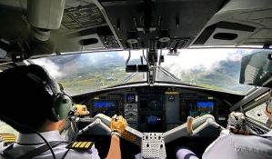 VIDEO: Kopilot snimio pilota kako spava za vreme leta