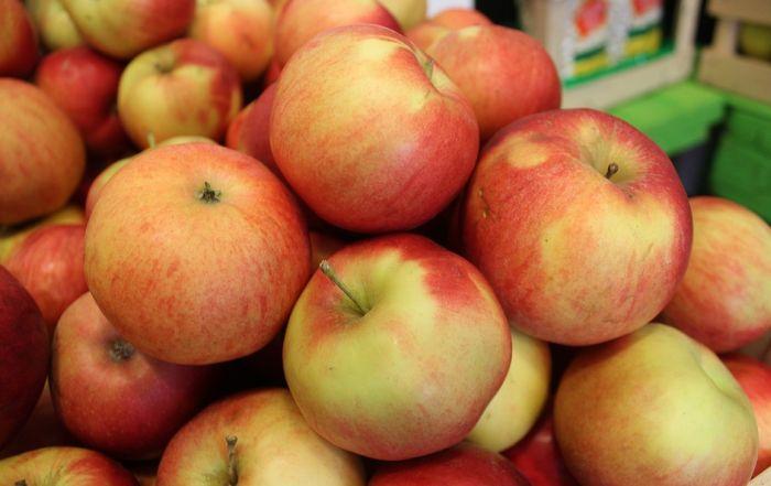 Jabuke u Srbiji koštaju kao ananas, a moguće da budu i skuplje