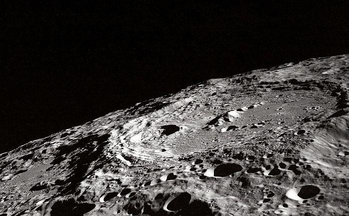 Naučnici tvrde da na Mesecu ima vode u izobilju