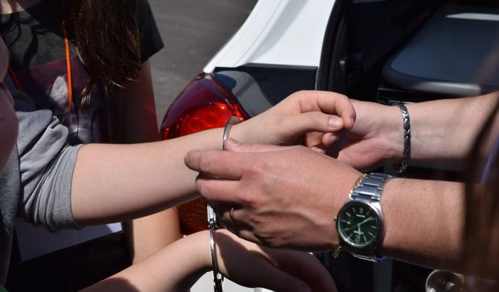 U Smederevu uhapšena žena osumnjičena da je ostavljala dvogodišnje dete samo u kući