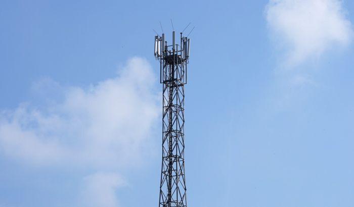 Britanci palili stubove mobilne telefonije i zlostavljali radnike zbog navodne povezanosti 5G mreže i virusa korona