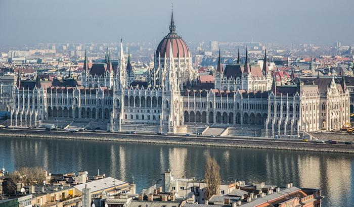 Mađarska uvela novi porez za banke i trgovinske lance