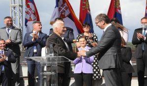 VIDEO: Meštani poklanjaju Vučiću parcelu u Pranjanima