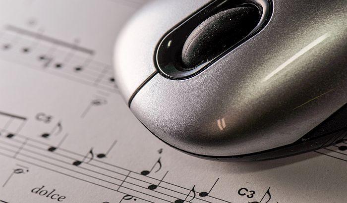 Švajcarska nudi 10.000 franaka za englesku verziju himne