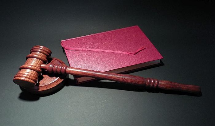 Stan novosadske porodice na licitaciji iako je investitor pod istragom, a parnice u toku