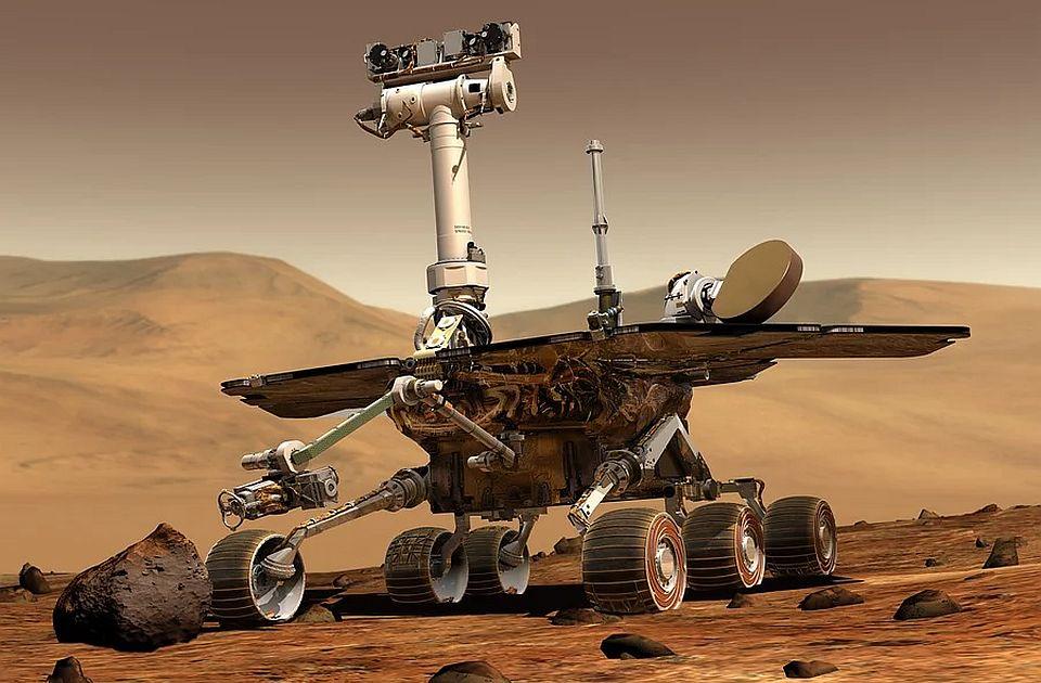 """NASA: Rover """"Perseverans"""" pokupio prvi kamen sa Marsa"""