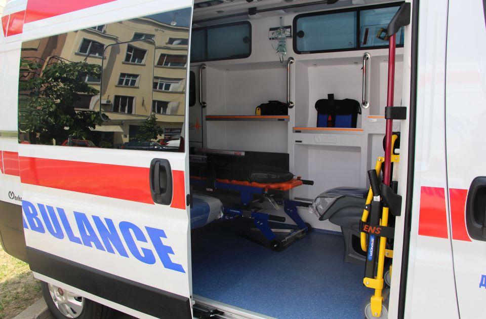 Biciklista povređen u udesu na Detelinari