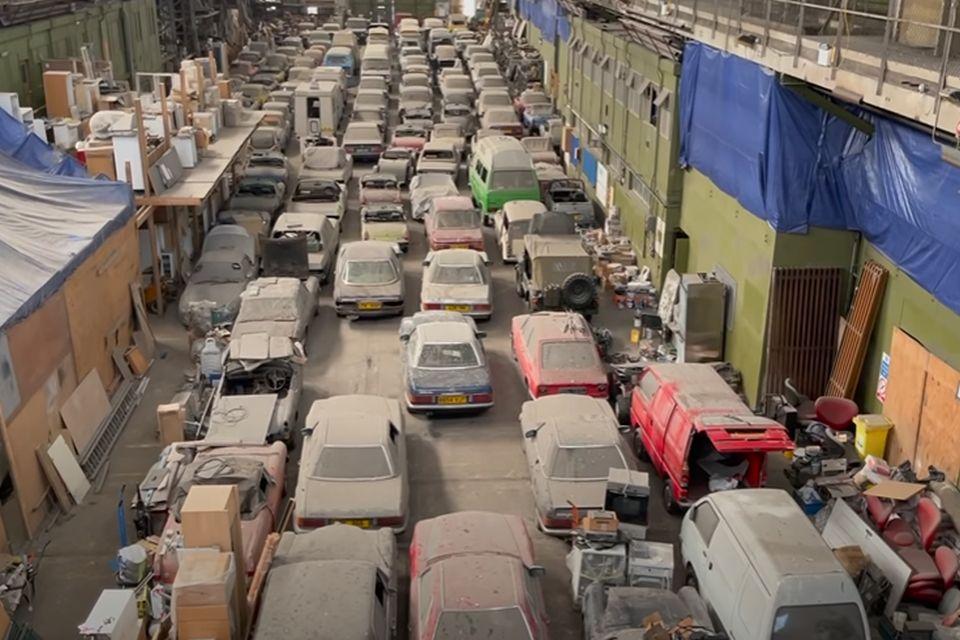 VIDEO: Više od 170 oldtajmera koji su godinama bili u londonskom skladištu ide na aukciju