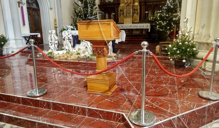 FOTO: U Katedrali na svoju ruku ugradili podno grejanje i nove pločice