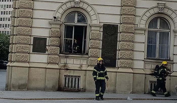 FOTO: Pokušao da zapali Gradsku kuću