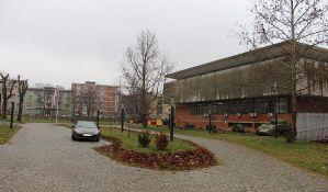 FOTO: Stanari Podbare protiv novog plana da se betonira parkić između dva muzeja