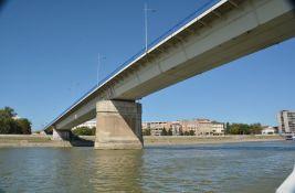 Predloženo da se ofarbaju stubovi kako bi Varadinski most bio lepši