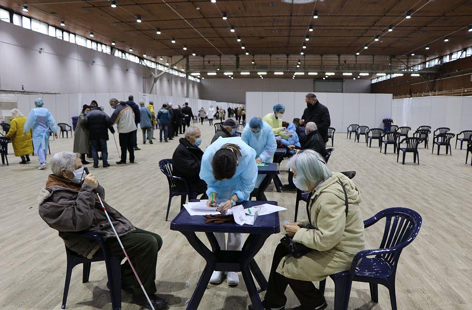 """Broj vakcinisanih građana na dnevnom nivou opada, uprkos """"nagradi"""" od 3.000 dinara"""