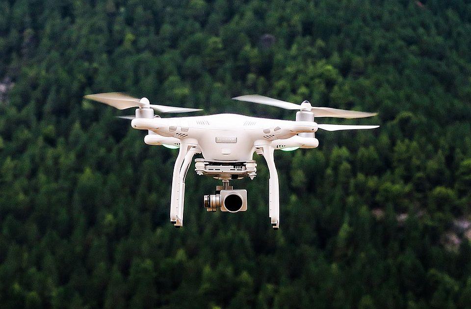 Pošte Slovenije će pošiljke dostavljati dronovima