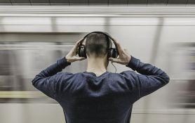 Veliki broj ljudi slušalice koristi da se izoluje od drugih