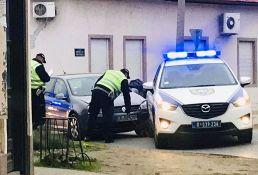 FOTO: Mladić pokušao da pobegne od policije na Telepu, pa udario u njihov džip