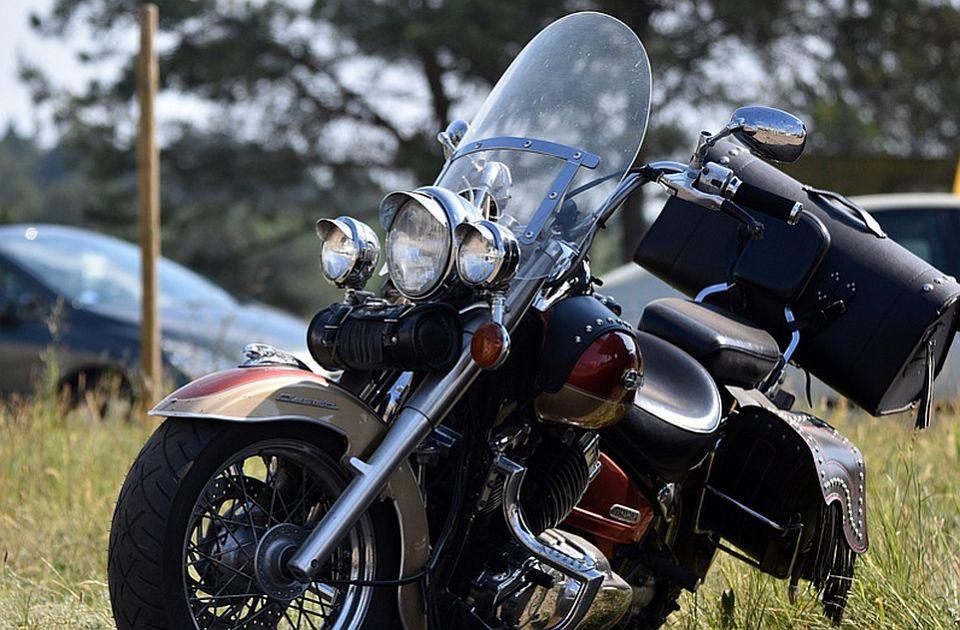 Motociklista oboren na Limanu, još jedan povređen u Kaću