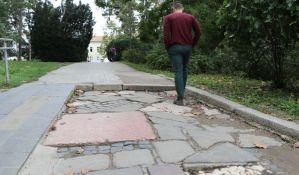 U Dunavski park ulazite gazeći po nadgrobnim pločama iz Jermenske crkve