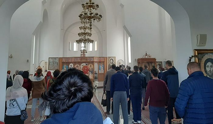 Crkva u Petrovaradinu puna uprkos policijskom času
