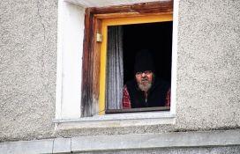 Mađarska najstarijim građanima ograničila posete prodavnicama