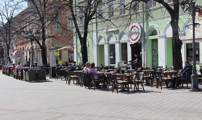 Nove mere stupile na snagu: Kraće radno vreme kafića, tržnih centara, bioskopa...