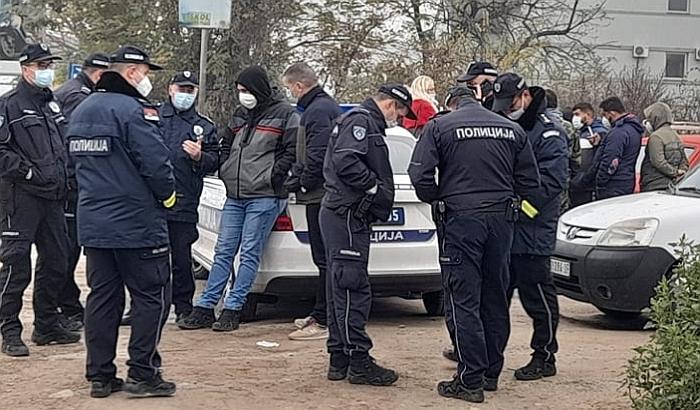 FOTO, VIDEO: Ponovo sprečeno iseljenje porodice iz kuće u Veterniku