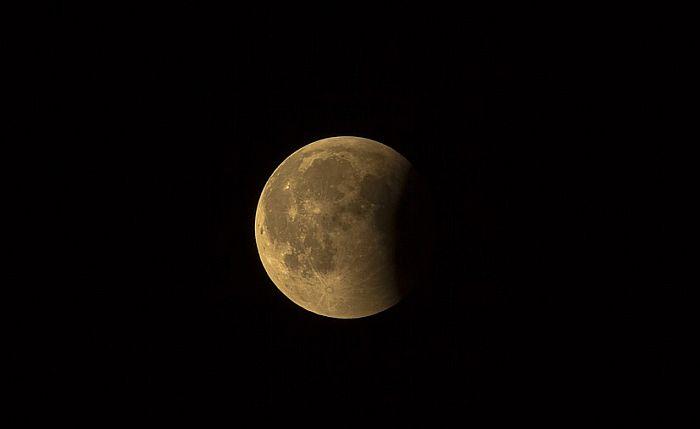 U petak pomračenje Meseca