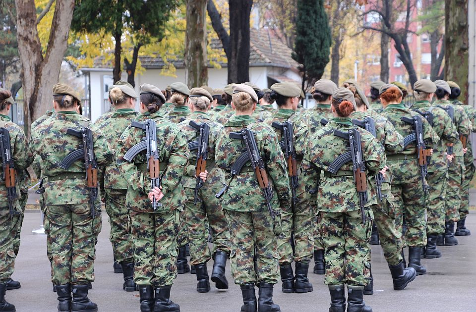 Stefanović: Vojsku Srbije napuštaju zbog sve bolje privrede u kojoj su plate veće od 500 evra
