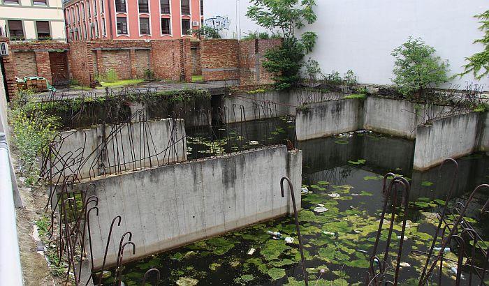 FOTO: Nakon 25 godina počinje rešavanje pitanja napuštenog gradilišta u Pašićevoj 19
