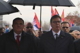 Vučić predao Dodiku prednacrt zajedničkog zakona o zaštiti srpskog jezika i ćirilice