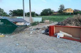 U Karlovcima se gomila smeće, kamion u kvaru, nabavka suspendovana, pomaže novosadska