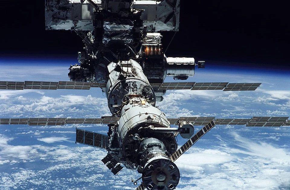 Odložena svemirska šetnja zbog bolesti astronauta
