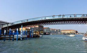 Arhitekta kažnjen jer njegov most u Veneciji ne može da izdrži veći broj turista