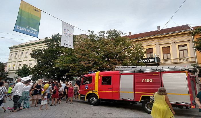 FOTO: Ugašen manji požar u centru