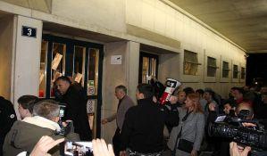 FOTO, VIDEO: Aktivisti SZS izlepili sedišta novosadske i vojvođanske vlasti