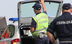 Dvoje poginulo u sudaru kola i kamiona na autoputu kod Inđije, povređeno troje male dece