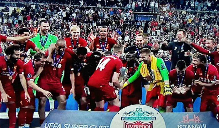 Liverpul podigao trofej Superkupa