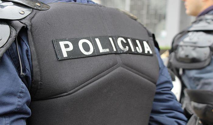 Produžen pritvor mladiću koji je bacio bombu na policijsku stanicu u Srbobranu