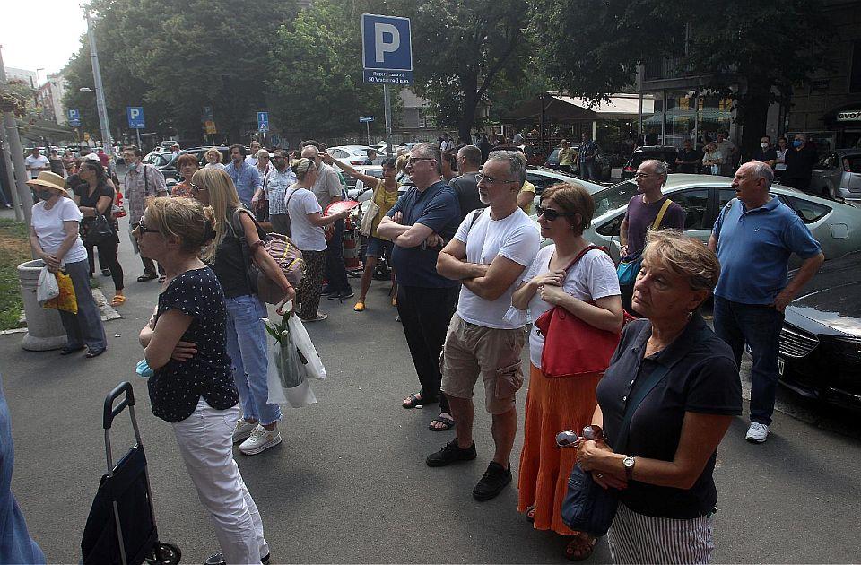 FOTO: Građani protestovali ispred opštine Vračar zbog urušavanja zgrade, traže odgovornost