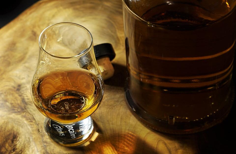 Kompletna destilerija viskija prebačena brodom iz Škotske u Kinu