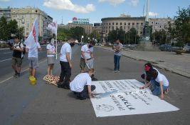 Frilenseri održali performans ispred Skupštine Srbije, nezadovoljni Zakonom o porezu