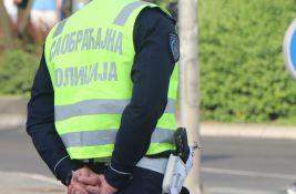 Na devojku naleteo automobil dok je prelazila ulicu u Petrovaradinu