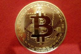 Vrednost bitkoina ispod 5.000 dolara