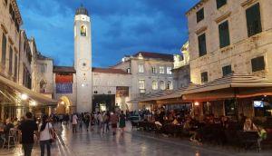 Dubrovnik zabranjuje otvaranje novih restorana u narednih pet godina